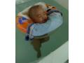 小宝宝游泳欢快的玩耍 (485播放)