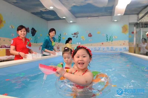 婴儿游泳有什么好处与坏处?看一看网友怎么说!