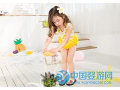 小黄鸭女童连体泳衣卡通印花女宝宝泳衣