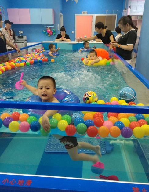 浩卫婴幼儿游泳馆防爆钢化玻璃拼接池