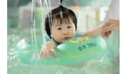 一个宝宝游泳还是不游泳,差别蛮大的