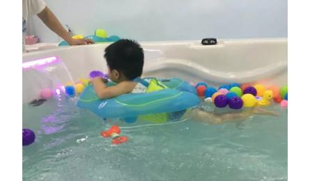 婴幼儿游泳身高长得快,看看这些人吧