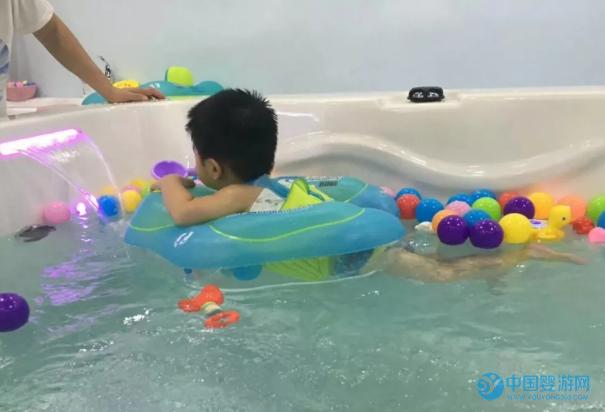婴幼儿游泳促进身高发育