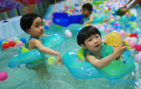 婴幼儿游泳锻炼宝宝运动能力