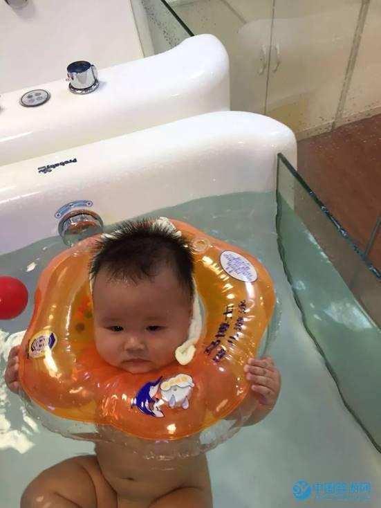 爱心天使第七届婴儿游泳决赛现场2