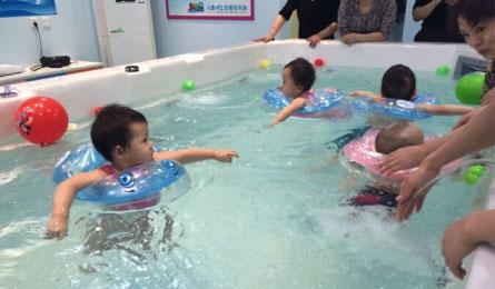 对于婴儿游泳来说自己动手未必其乐无穷