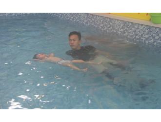 卓园水育早教中心婴幼儿防溺水自救训练课,诚招加盟