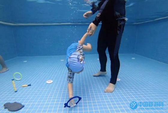 加盟婴儿游泳馆选择泡泡塘水育
