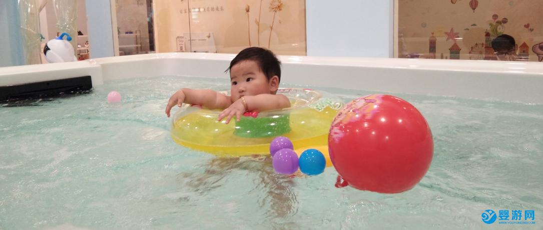90%的婴儿游泳馆都不会告诉你! 坚持婴儿游泳的好处 婴儿游泳多久一次好 婴儿游泳究竟好不好6