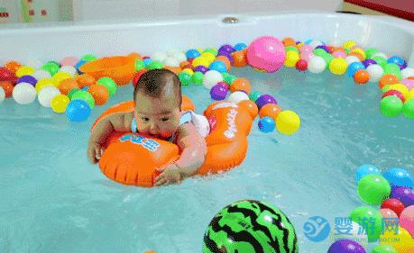坚持婴儿游泳的好处 说婴儿游泳对宝宝没什么好处?谁给你的勇气?来看看专家的建议 婴儿游泳注意事项 婴儿游泳的好处