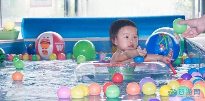 一天之中,宝宝什么时候游泳锻炼效果最好?分析之后焕然大悟!坚持婴儿游泳的好处 不同时间游泳的影响 什么时候游泳效果好3