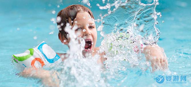 长期坚持婴儿游泳的宝宝和不游泳的宝宝相比,这四个方面大不一样! 为什么推荐宝宝游泳 婴儿游泳的四大好处 坚持婴儿游泳的好处12