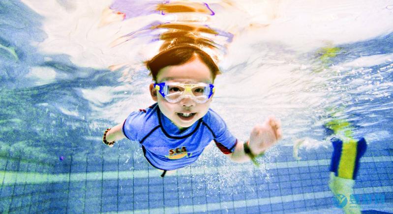 婴儿游泳后体温上升是怎么回事?(深度好文) 婴儿游泳后体温上升 婴儿游泳体温上升原因 游泳后体温上升正常吗22
