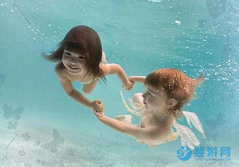 婴儿游泳的好处 婴儿游泳的六大好处,有条件尽量多游! 婴儿游泳的好处 婴儿游泳有哪些好处 为什么要宝宝坚持游泳1