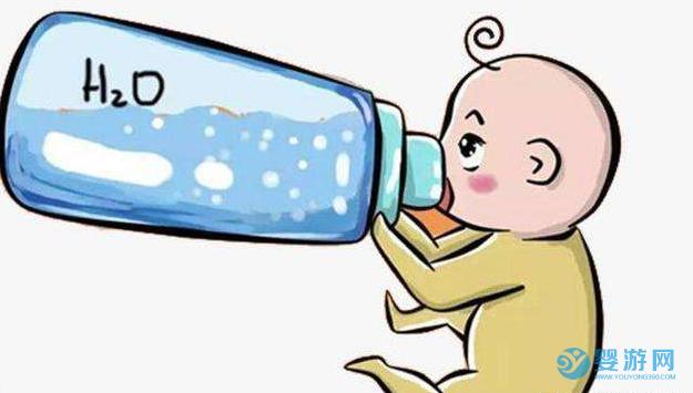 母乳喂养的宝宝需要喝水吗? 母乳喂养需要喝水吗 宝宝什么时候能喝水 宝宝缺水的表现2