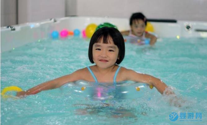 建议每隔两天就带宝宝进行一次婴儿游泳,宝宝更健康! 坚持婴儿游泳的好处 婴儿游泳的时间 婴儿游泳的频率4