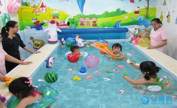婴儿游泳的八大好处,让家长为之痴狂! 婴儿游泳的八大好处 婴儿游泳有哪些好处 坚持婴儿游泳的好处 (6)