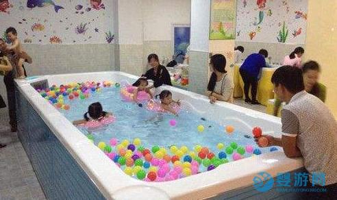 【婴儿游泳】不要错过婴幼儿大脑发育的黄金时期! 坚持婴儿游泳的好处 冬季婴儿游泳注意事项 宝宝冬季游泳洗澡须知 宝宝冬季游泳的好处3 (1)