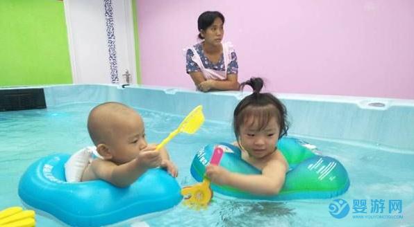 冬季孩子食欲下降?带孩子去婴儿游泳馆吧! 婴儿游泳的好处 婴儿游泳提高宝宝食欲 冬季婴儿游泳的好处 坚持婴儿游泳的好处 (1)
