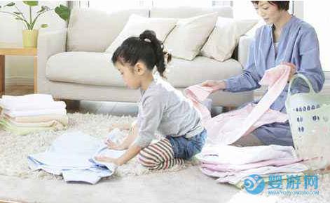 适合2-3岁宝宝的亲子游戏,促进宝宝智力发育 适合孩子的亲子游泳 促进宝宝智力发育游泳 让宝宝更聪明的游戏
