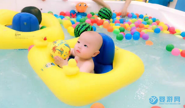 婴儿游泳这些小毛病不及时改正,一旦出问题,后悔都来不及! 坚持婴儿游泳的变化 坚持婴儿游泳的好处 婴儿游泳有哪些好处 婴儿游泳的好处有哪些1 (4)