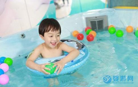游泳和不游泳的孩子,入学后的表现有什么不同? 坚持婴儿游泳的好处 婴儿游泳有哪些好处 婴儿游泳的好处有哪些3