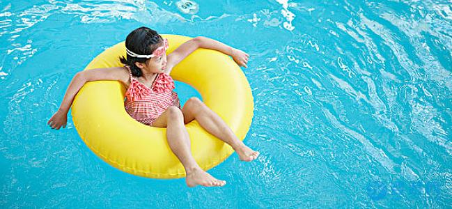婴儿游泳好处多,带孩子去婴儿游泳馆之前,一定要做好这几件事! 坚持婴儿游泳的好处 婴儿游泳的好处有哪些 冬季婴儿游泳的好处 婴儿游泳注意事项 (3)