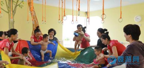 与其花大钱给宝宝报培训班,不如花小钱带孩子去游泳!它不香吗? 带孩子进行婴儿游泳和给孩子报培训班,哪个更适合孩子? (3)