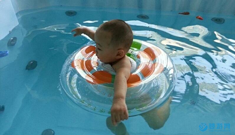 婴儿游泳是项神奇的运动,6大好处让你爱上它 婴儿游泳的好处 婴儿游泳的八大好处 婴儿游泳有哪些好处 (2)