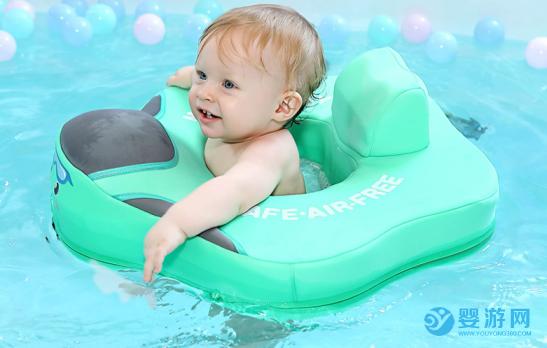 为什么要让孩子从小就坚持婴儿游泳?听30年资深儿科医生怎么说 婴儿游泳的好处有哪些 婴儿游泳的四大好处 哪些孩子不适合游泳 (1)