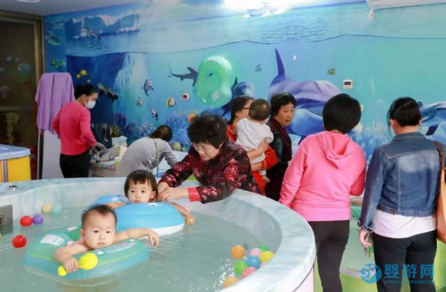 如何快速增加婴儿游泳馆客流量?八种方法教给您! 婴儿游泳馆提高客流量 婴儿游泳馆怎么赚钱 八种方式提高店铺收益 (7)