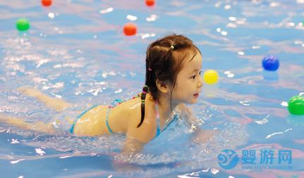 如何快速增加婴儿游泳馆客流量?八种方法教给您! 婴儿游泳馆提高客流量 婴儿游泳馆怎么赚钱 八种方式提高店铺收益 (1)