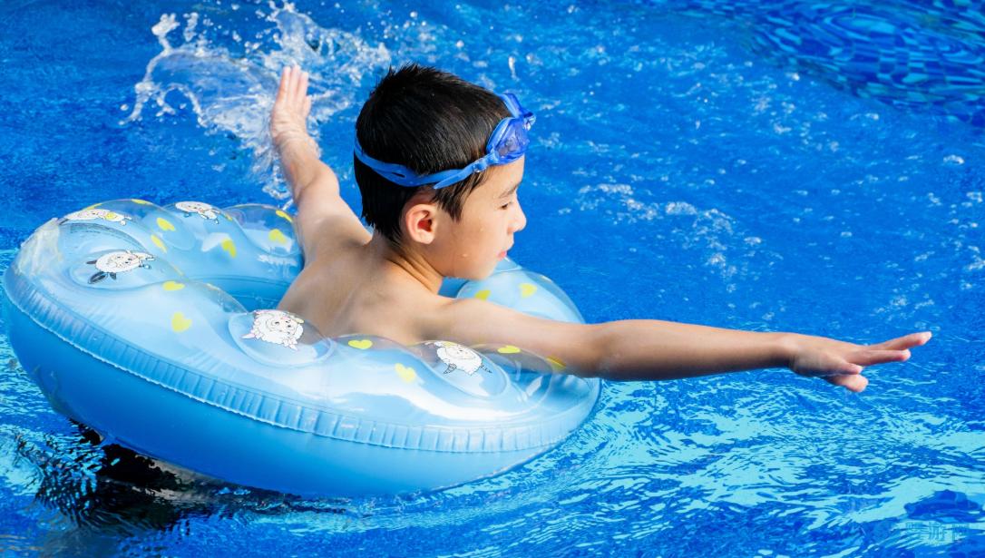 天气再热,也别带孩子做这些事情! 夏季宝宝如何消暑 宝宝可以吃烧烤吗 夏季婴儿游泳时间安排