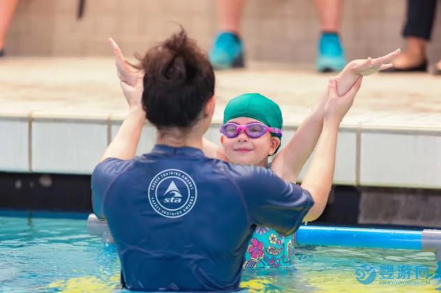 2020第四期英国STA亲子游泳教练培训现场