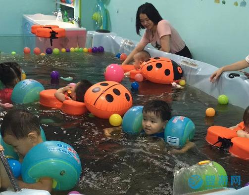 婴儿游泳馆选择那种小儿药浴